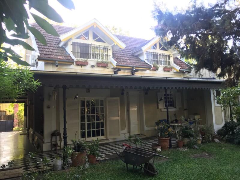 VICTORIA: Casa 5amb. Con Gran Jardín.